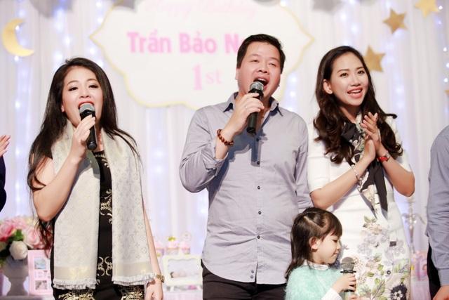 Bà xã ca sĩ Đăng Dương đẹp ngỡ ngàng trong tiệc sinh nhật con gái Bùi Lê Mận - 10