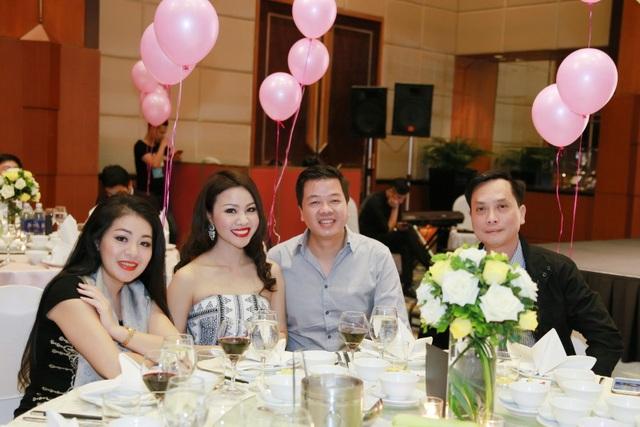 Bà xã ca sĩ Đăng Dương đẹp ngỡ ngàng trong tiệc sinh nhật con gái Bùi Lê Mận - 2