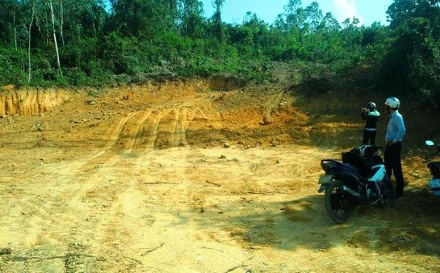 Ngày 11 và 12/4, phóng viên quay trở lại khu vực núi Một thì không thấy một máy múc, xe tải nào hoạt động