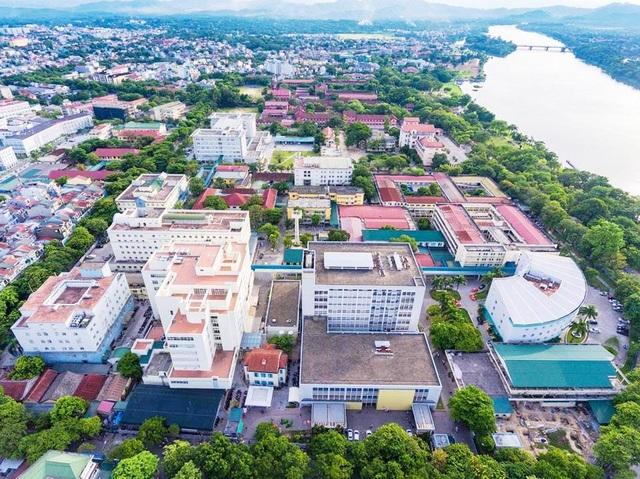 Toàn cảnh Bệnh viện Trung ương Huế cơ sở 1 và Bệnh viện Quốc tế Trung ương Huế nhìn từ trên cao