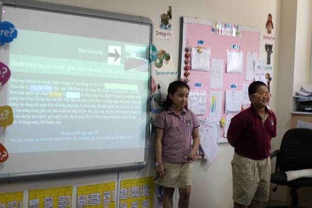 Trong giờ học môn Địa lý bằng tiếng Việt của các em học sinh tiểu học tại trường BVIS HCM.