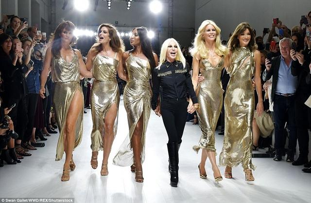 Show diễn diễn ra đúng dịp kỷ niệm 20 năm ngày mất NTK huyền thoại Gianni Versace