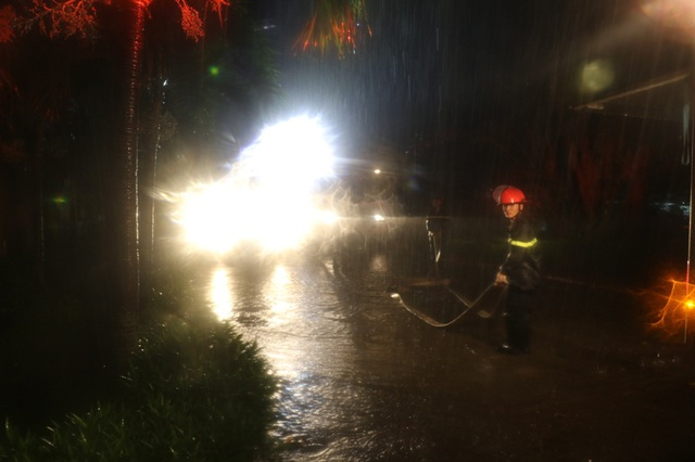 Vụ cháy xảy ra trong đêm mưa bão