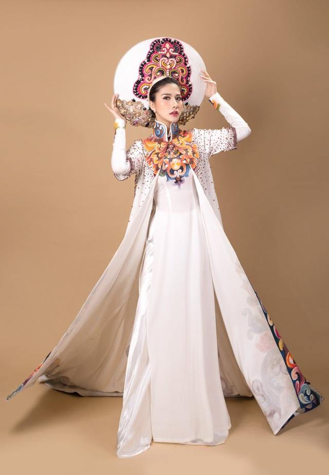 Loan Vương sinh năm 1986 tại TP.HCM, cô cao 1m70 với số đo 3 vòng 88-58-92. Cô từng tham gia cuộc thi Hoa hậu Du lịch 2008 và lọt top 5 chung cuộc cùng danh hiệu Thí sinh sở hữu gương mặt ấn tượng.