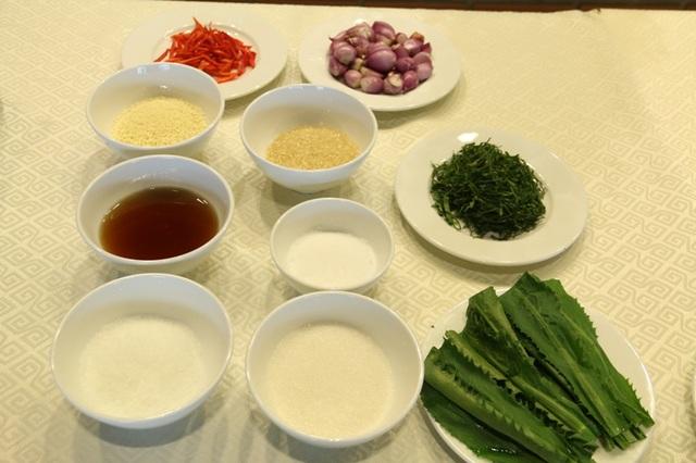 Các nguyên liệu của món cá trộn.