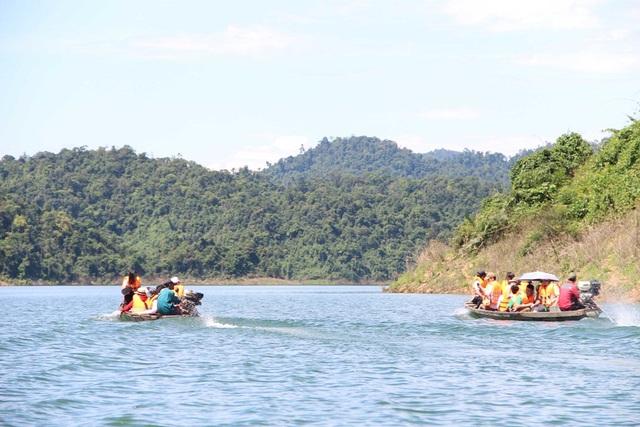 Trong lòng hồ thủy điện Bình Điền, hồ thủy điện lớn nhất tỉnh Thừa Thiên Huế
