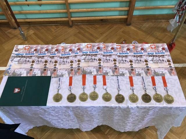 Các huy chương mà Văn Trường võ quán đạt được tại Giải Festival karate Tsunami tại Ba Lan, tháng 4 năm 2017.