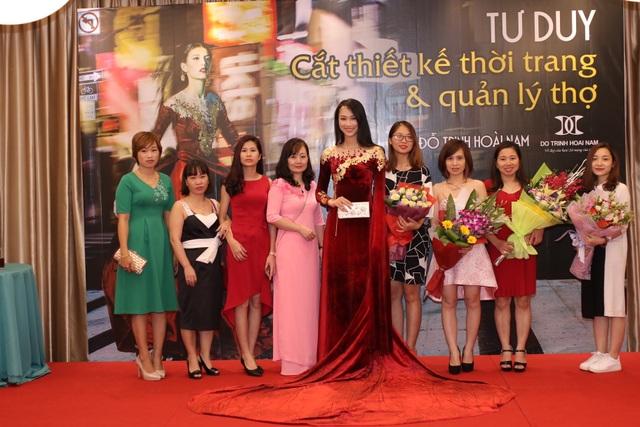 Các NTK trong buổi tốt nghiệp của NTK Đỗ Trịnh Hoài Nam.