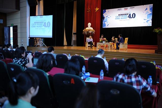 500 sinh viên đã đến dự chương trình để tìm hiểu về cơ hội, thách thức đối với bạn trẻ trước cuộc Cách mạng cộng nghiệp 4.0