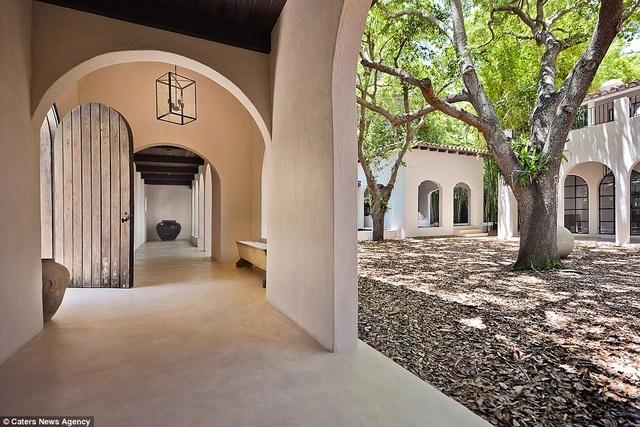 Thành công lớn trong vai trò NTK, Calvin Klein sở hữu khối tài sản ước chừng 700 triệu đô la