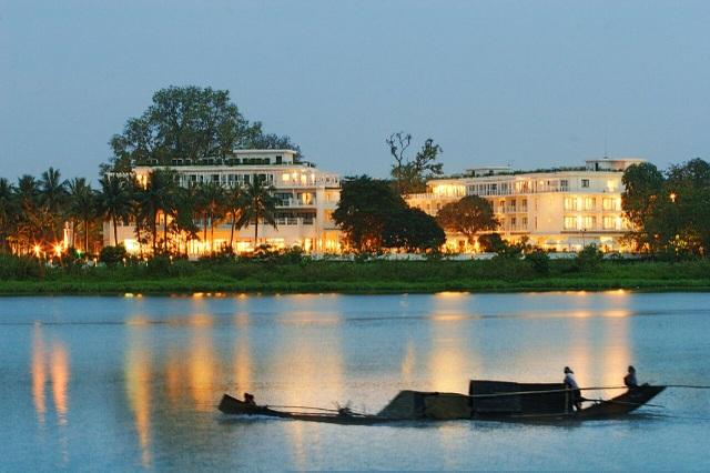 Khách sạn nằm sát sông Hương lãng mạn