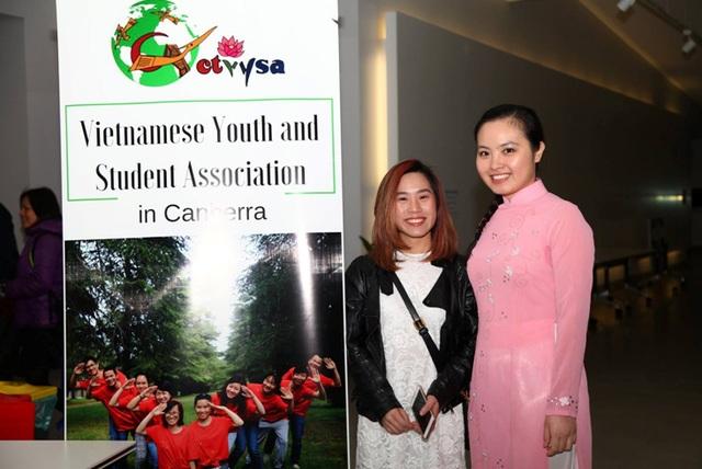Nụ cười rạng rỡ của các bạn sinh viên Việt Nam tại sự kiện. (Ảnh: Hoàng Tiến Vũ)