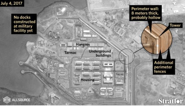 Căn cứ quân sự Trung Quốc ở Djibouti được kiên cố hóa bằng 3 lớp tường bảo vệ. (Ảnh: Stratfor)