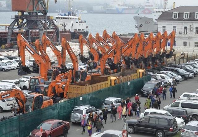 Người Triều Tiên lên phà đậu tại bến tàu Vladivostok, Nga tháng 5/2017. (Ảnh: Reuters)