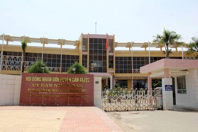 Phòng TN&MT, Phòng Kinh tế - Hạ tầng thuộc UBND huyện Cần Giuộc có dấu hiệu ém sai phạm liên quan đến nhiều dự án vừa bị đoàn kiểm tra của Sở TN&MT làm rõ.