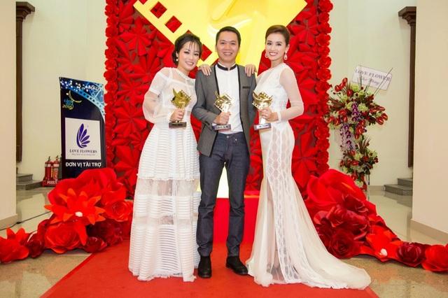 Đạo diễn Huy Bùi và đạo diễn Trọng Trinh đồng nhận giải Đạo diễn phim truyền hình xuất sắc nhất.