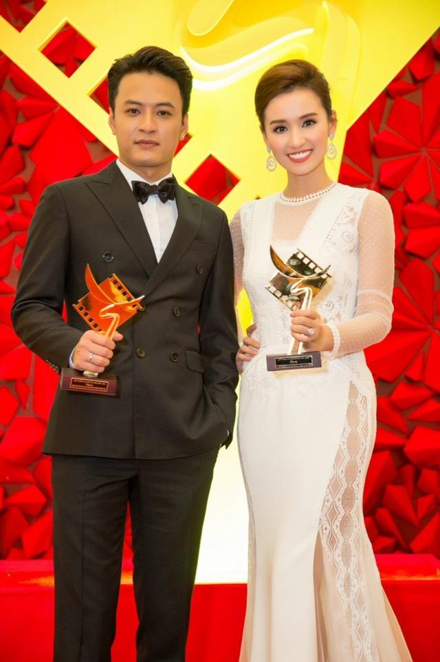 Cặp đôi gây sốt nhất phim Zippo, Mù tạt và Em đều ẵm hai giải thưởng quan trọng ở hạng mục Nam - Nữ diễn viên chính phim truyền hình.