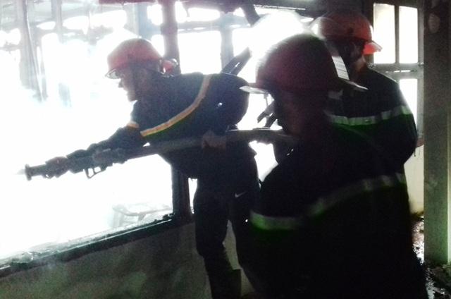 Lực lượng Cảnh sát PCCC Thanh Hóa tham gia dập lửa