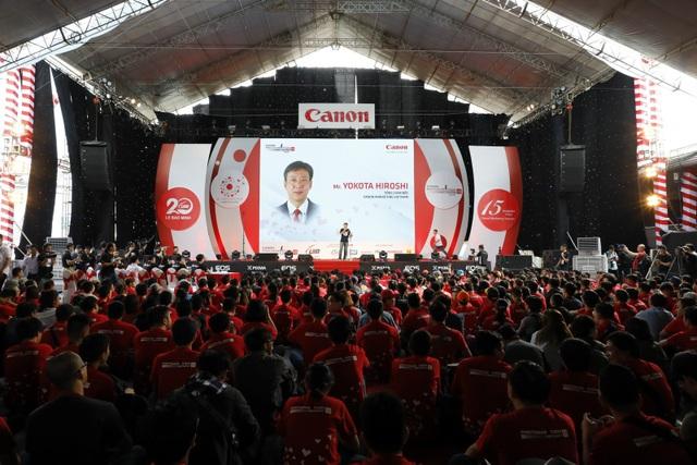 Ông Hiroshi Yokota, Tổng giám đốc Canon Marketing Việt Nam công bố khai mạc cuộc thi