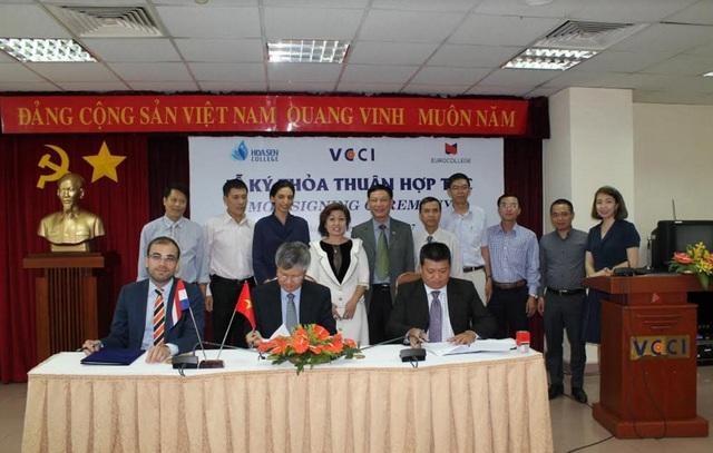 Ký kết hợp tác giữa Cao đẳng Hoa Sen, Euro College và Phòng Thương mại và Công nghiệp Việt Nam.