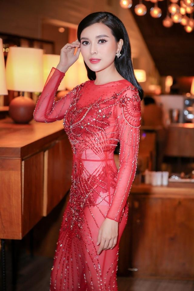 Chân dài Việt tức tưởi tâm sự thời chật vật mượn váy áo đi event - 8