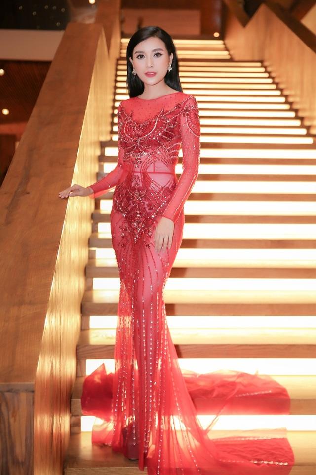 Chân dài Việt tức tưởi tâm sự thời chật vật mượn váy áo đi event - 7