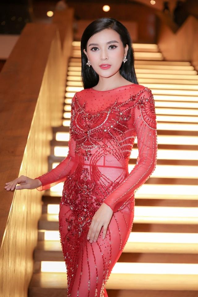 Chân dài Việt tức tưởi tâm sự thời chật vật mượn váy áo đi event - 6