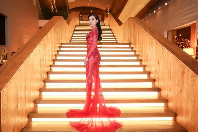 Chân dài Việt tức tưởi tâm sự thời chật vật mượn váy áo đi event - 5