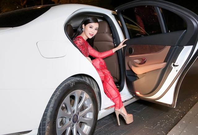 Chân dài Việt tức tưởi tâm sự thời chật vật mượn váy áo đi event - 3