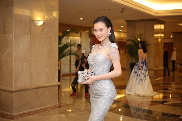 Người đẹp Cao Thùy Linh