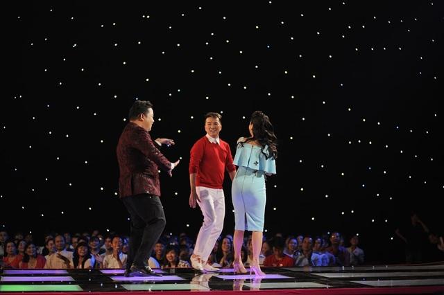 Anh còn kéo theo Cẩm Ly và Đàm Vĩnh Hưng lên khuấy động sân khấu cùng mình.