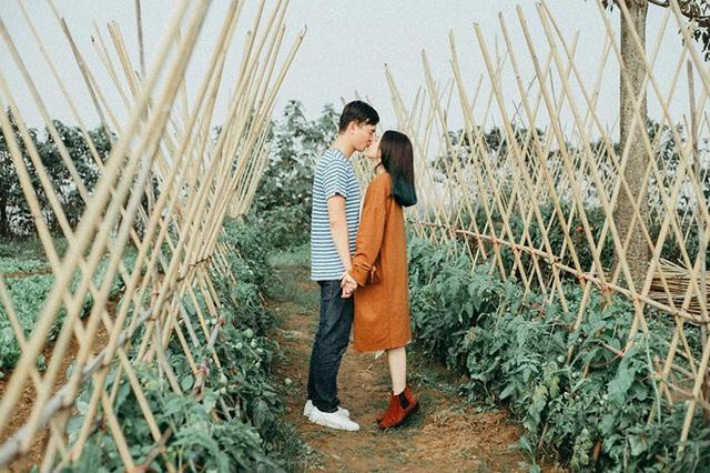"""Quỳnh Như chia sẻ: """"Thật ra khoảng cách Hà Nội - Quảng Ninh cũng không quá xa nhưng do lịch học, làm việc nên em và anh ấy khó gặp được nhau. Có những khoảng thời gian mà 2 tháng mới được gặp nhau một lần""""."""