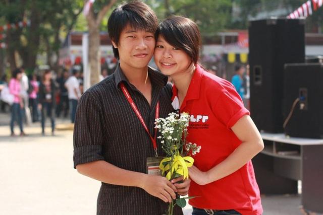Tùng Linh – Hoàng Oanh khi còn là sinh viên của ĐH Ngoại thương – Hà Nội.