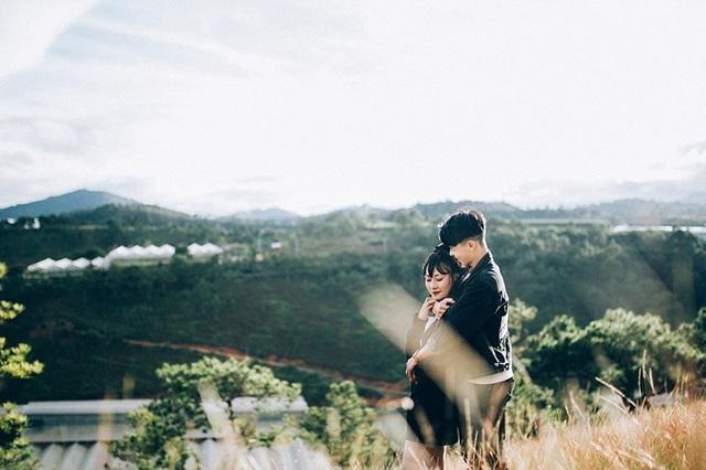 Cả hai cùng yêu Đà Lạt nên chọn nơi đây để ghi dấu ấn kỉ niệm tình yêu đôi lứa.