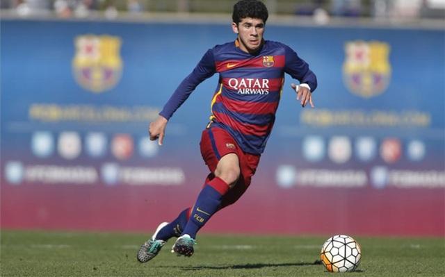 Carles Aleñá đã xuất hiện ở đội 1 Barcelona ở trận gặp Valencia tại cúp nhà Vua vào tháng 2 năm 2016 nhưng không được sử dụng. Tuy nhiên, mới đây, tài năng trẻ này đã ra mắt Barcelona trong trận lượt đi vòng 1/16 cúp nhà Vua gặp Hercules. Ở trận đấu đó, anh đã đóng góp 1 bàn thắng cho Los Blaugrana.