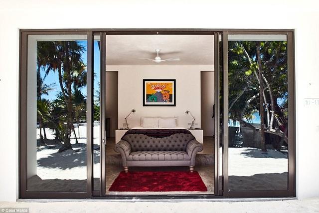Một trong những phòng suite có tầm nhìn hướng về phía biển