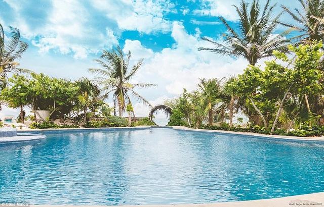 Casa Malca tự hào với 3 hồ bơi, sân thượng cùng nhiều điểm trang trí nghệ thuật