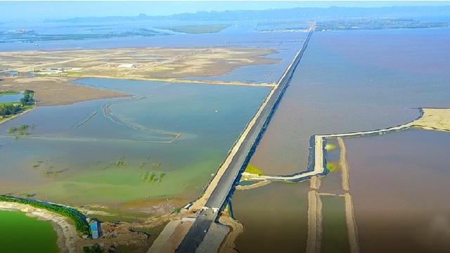 Cầu Tân Vũ - Lạch Huyện đi vào hoạt động, việc đi lại bằng ô tô giữa đất liền từ trung tâm TP. Hải Phòng sang đảo Cát Hải chỉ mất khoảng 5 phút thay vì hàng tiếng đồng hồ khi đi bằng phà như hiện nay.