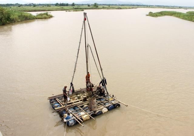 Các đơn vị đang khảo sát địa chất để tiến hành đưa vào thi công xây mới 2 cây cầu này trong tháng 11/2017