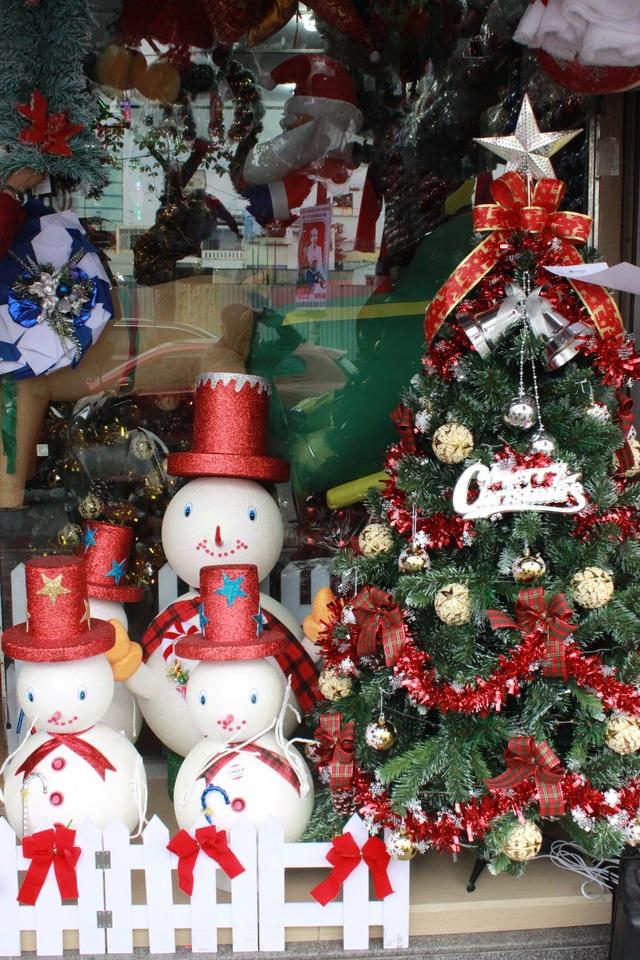 Cây thông Noel là mặt hàng được ưa chuộng nhất trong dịp Giáng sinh