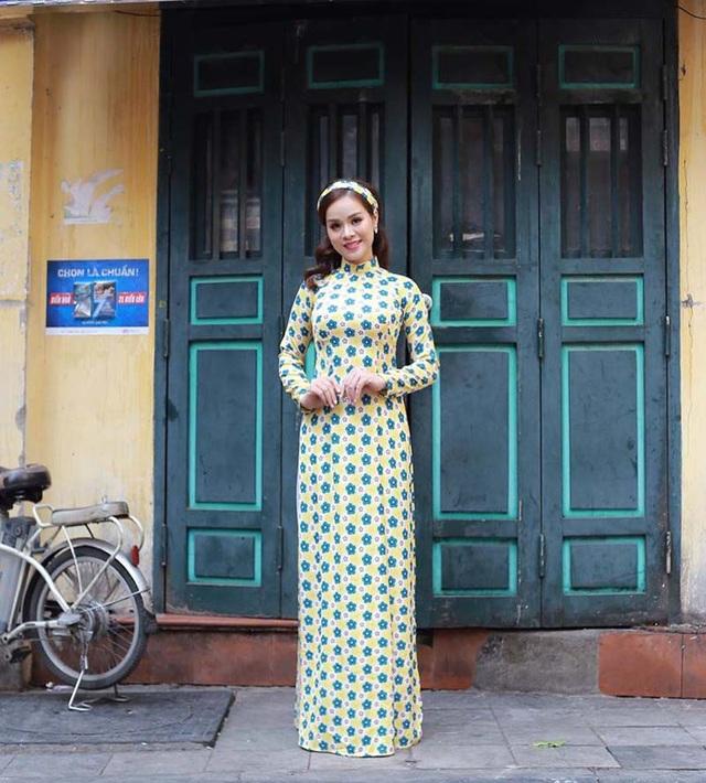 """Khi bộ phim """"Cô Ba Sài Gòn"""" trình chiếu, cô nàng đã rất yêu thích nhân vật trong phim và lên ý tưởng sẽ thực hiện bộ ảnh hóa thân thành nhân vật """"Cô Ba Sài Gòn""""."""