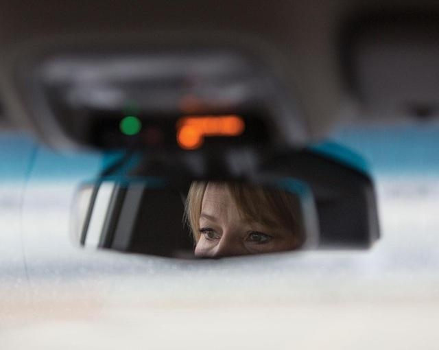 10 giờ sáng: Lái thử xe Bolt EV một vòng quanh đường thử nội bộ của công ty.