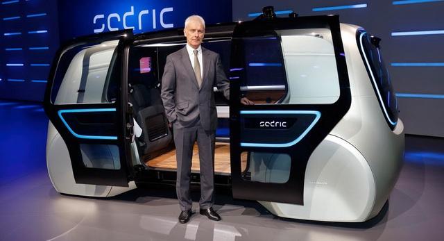 CEO Matthias Mueller của Volkswagen trong lễ ra mắt mẫu Sedric Concept tại Triển lãm ô tô Geneva 2017