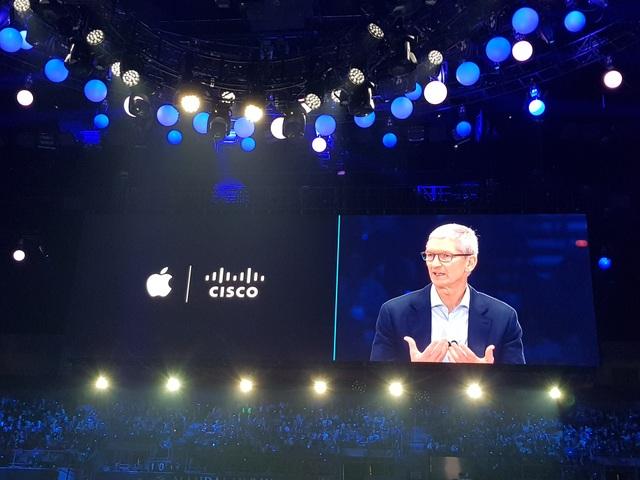CEO Apple, ông Tim Cook, chia sẻ tại Cisco Live, Las Vegas ngày 26/6/2017. Ảnh: Anh Huy