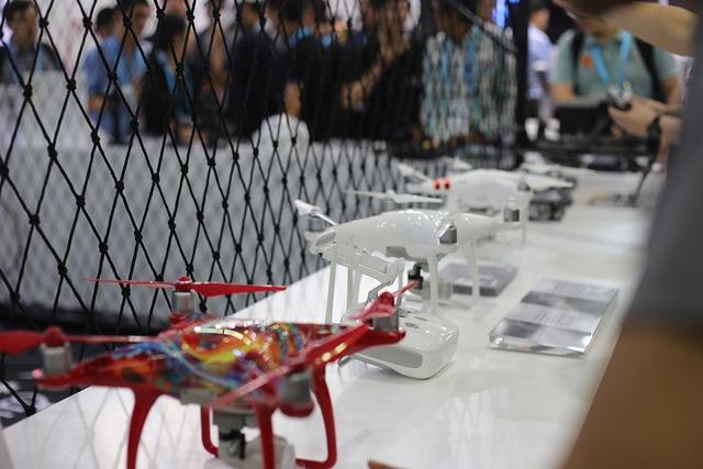 Hàng ngàn người quy tụ trải nghiệm công nghệ tại CES Asia 2017 - 11