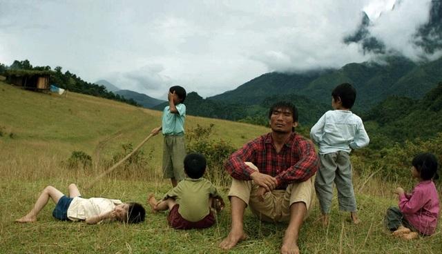 Một cảnh trong phim Cha cõng con khi quay tại vùng núi Hà Giang. Ảnh: ĐLP.