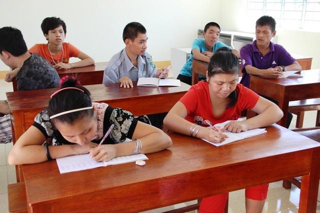 Các nạn nhân da cam cũng được học chữ tại Trung tâm