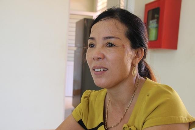 Chị Mùi tâm sự về hoạt động của mình tại Trung tâm nuôi dưỡng nạn nhân da cam