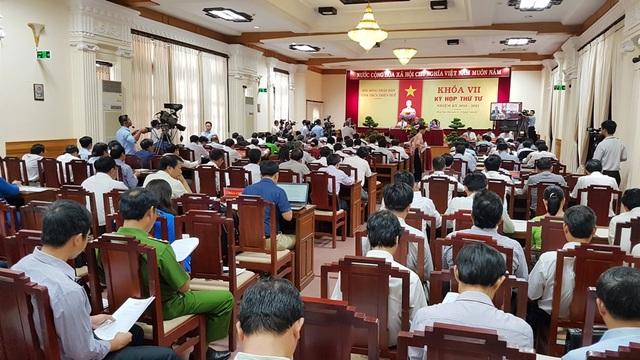 """Kỳ họp thứ tư HĐND tỉnh Thừa Thiên Huế khóa VII đã nêu ra vấn đề chỉ số """"Tính năng động và tiên phong của chính quyền tỉnh"""" của Huế giảm mạnh 14 bậc, xếp thứ 60/63 tỉnh thành cả nước"""