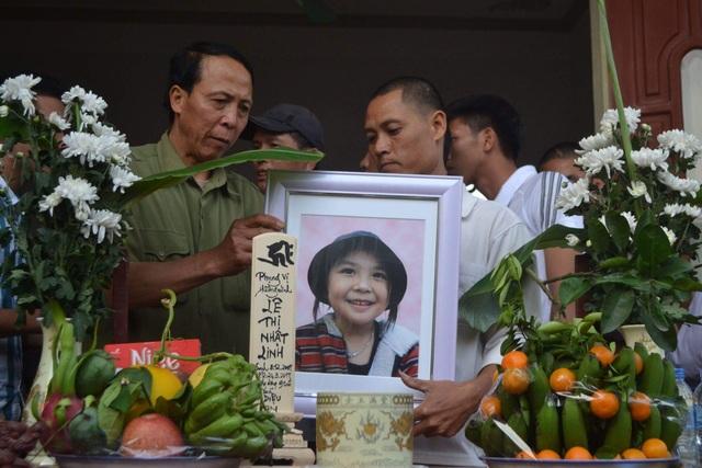 Thi thể bé gái bị sát hại ở Nhật đã về quê nhà Hưng Yên - 1